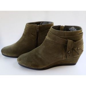 Nine West Lina Olive Suede Wedge Ankle Boots 9M